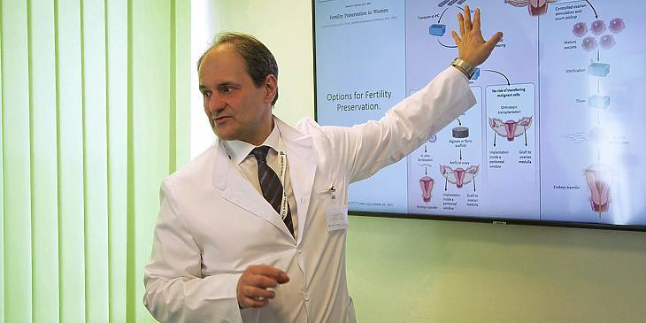 Dr. Vereczkey Attila, a Versys Clinic HRI orvosigazgatója. Fotó: Versys Clinic HRI