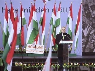 Orbán Viktor tovább fokozta a paráztatást az ünnepi beszédében