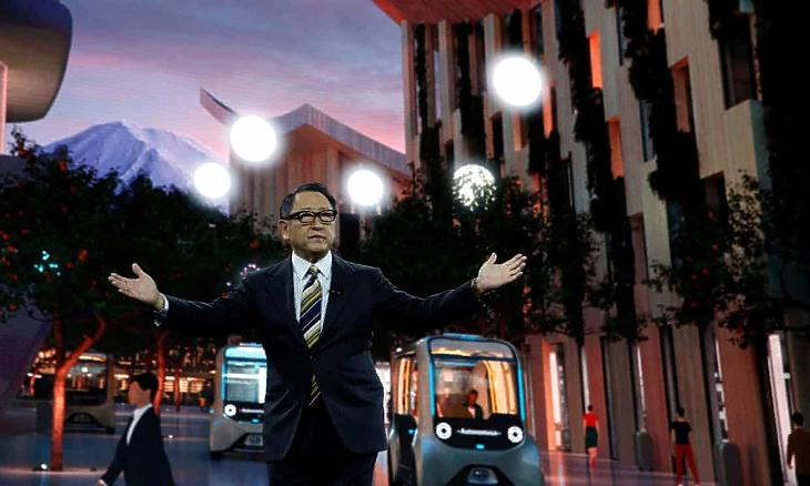Akio Toyoda, a Toyota vezetője a Woven City nevű városkoncepció bemutatóján. (Fotó: Reuters)