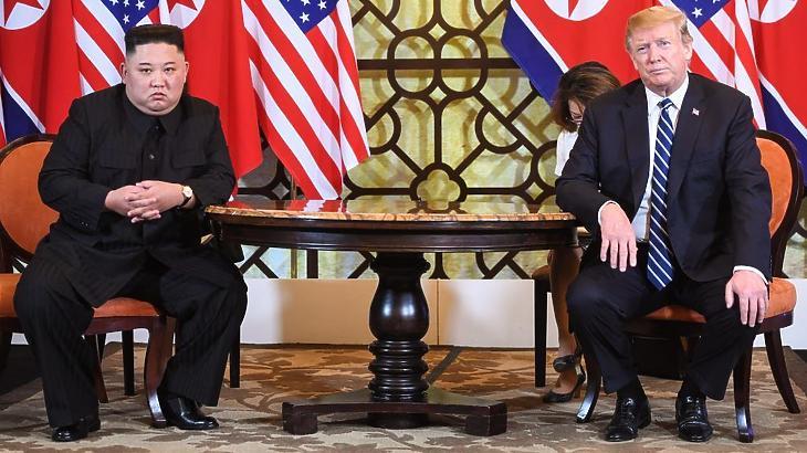 Kim Dzsong Un és Donald Trump Hanoiban. (Fotó: AFP / Europress)