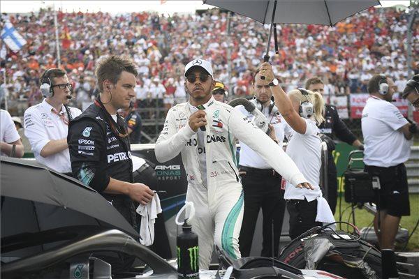 Hamilton győzelme az M4-nek sok nézőt hozott (MTI fotó Kovács Tamás)