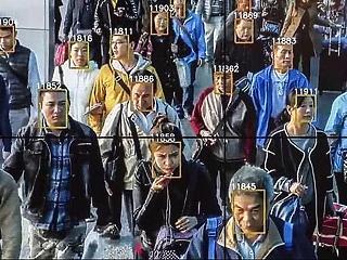 2,5 millió kínait követ valós időben egy arcfelismerésben utazó sencseni cég