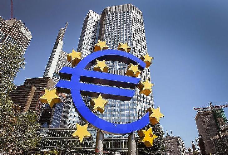 Az euró gondok sorát hordozza?