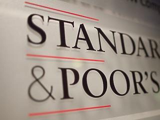 A gazdaságban is tarol a vírus, rontotta a magyar kilátásokat az S&P