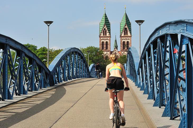 Néhány évtized alatt óriásit nőtt a biciklivel közlekedők aránya Freiburgban. (Forrás: Depositphotos)