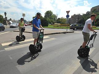Kitiltották a Belvárosból a segwayt, a riksát és a beerbike-ot