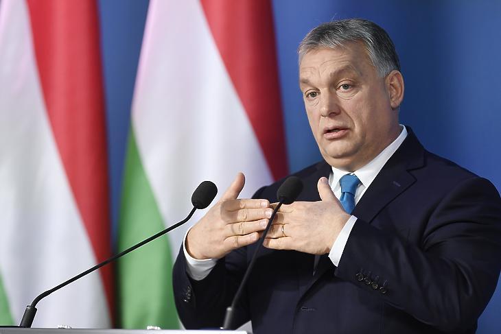 Orbán Viktor a Kormányinfón. MTI fotó: Koszticsák Szilárd
