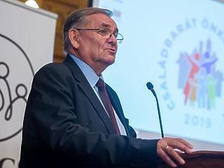 21 milliót adott Kásler Miklós Lezsák Sándor alapítványának