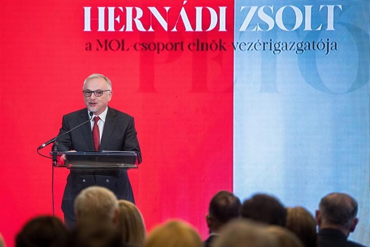 Hernádi Zsolt, a MOL Nyrt. elnök-vezérigazgatója a Petőfi-díjak átadása alkalmából tartott ünnepségen 2019. december 2-án. MTI/Balogh Zoltán