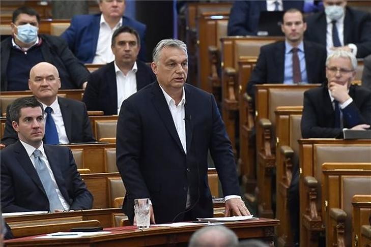 Orbán Viktor miniszterelnök válaszol kérdésre az Országgyűlés plenáris ülésén 2020. március 30-án. Fotó: MTI/Máthé Zoltán