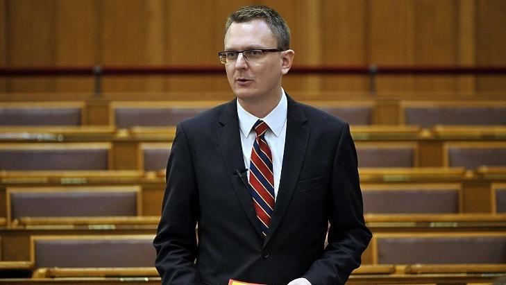 Rétvári Bence a Parlamentben