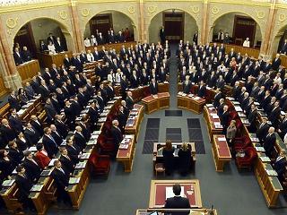 Óriási fizetésemelést kapnak a Parlament tisztviselői