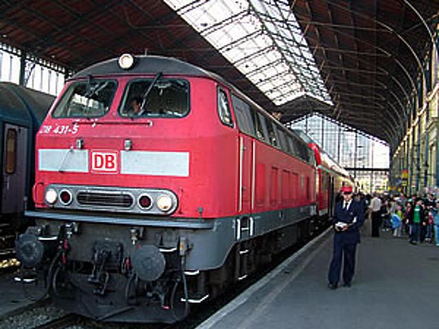 Bemutató a Nyugati pályaudvaron
