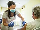 Szokatlanul kevés oltást adtak be, csökken az aktív fertőzöttek és lélegeztetőgépen lévők száma