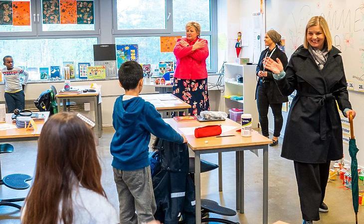 Erna Solberg norvég miniszterelnök az oslói Ellingsrudasen iskolában 2020. április 27-én. Fotó: Håkon Mosvold Larsen, NTB Scanpix