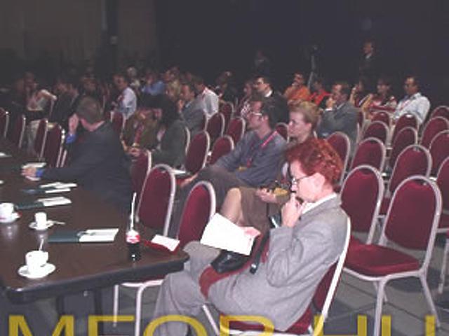 Üres székek az előadáson