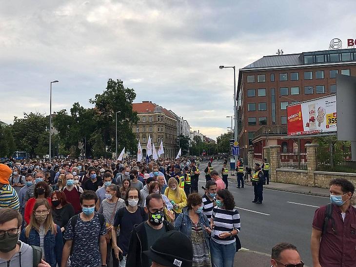 Tüntetés az index mellett, a sajtószabadságért 3. (Fotó: Csabai Károly, mfor.hu)