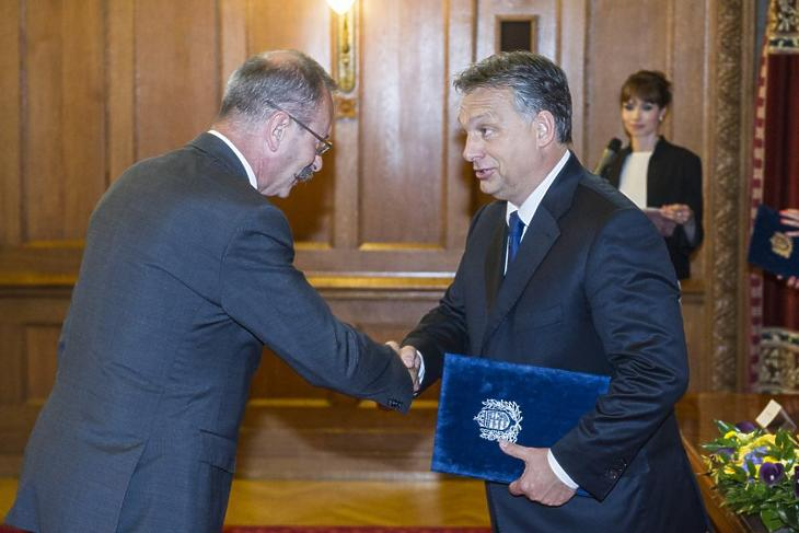 Demeter Ervin átveszi kormánymegbízotti kinevezését Orbán Viktor miniszterelnöktől - Fotó: Botár Gergely