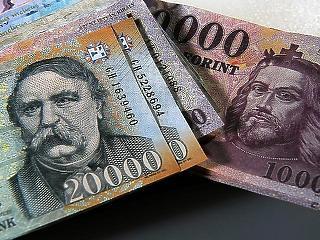 Lassulás a fizetéseknél - éves szinten 8 százalékkal nőhetnek a reálbérek