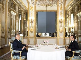 Orbán megpróbált megértetni valamit Macronnal