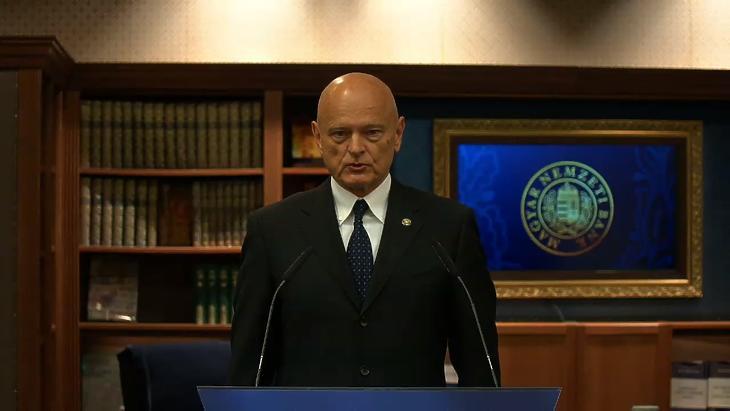 Patai Mihály jegybank-alelnök online sajtótájékoztatója a Monetáris Tanács április 7-i ülését követően. (Forrás: az MNB élő YouTube-os közvetítése)