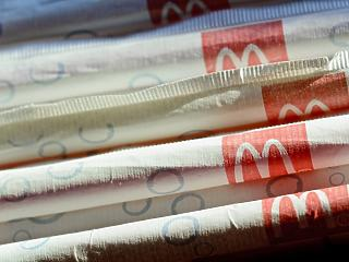 Papírra cseréli műanyag szívószálait a McDonald's, csak nem nálunk