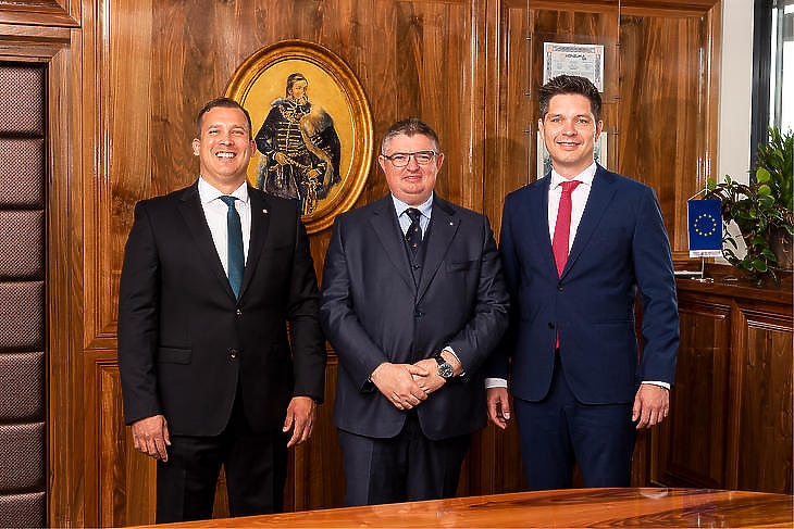 A Magyar Bankholdingot megalapító bankok vezetői: (balról) Lélfai Koppány (BB), Vida József (Takarékbank) és Balog Ádám (MKB)