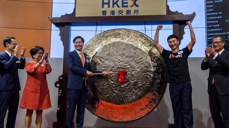 Lei Jun, a Xiaomi alapítója a Hong Kong-i tőzsde nyitásán