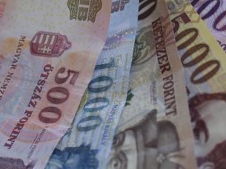 377 300 forint volt a bruttó átlagbér februárban