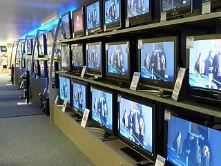 Elengedik a kereskedelmi rádiók és tévék esedékes frekvenciadíját
