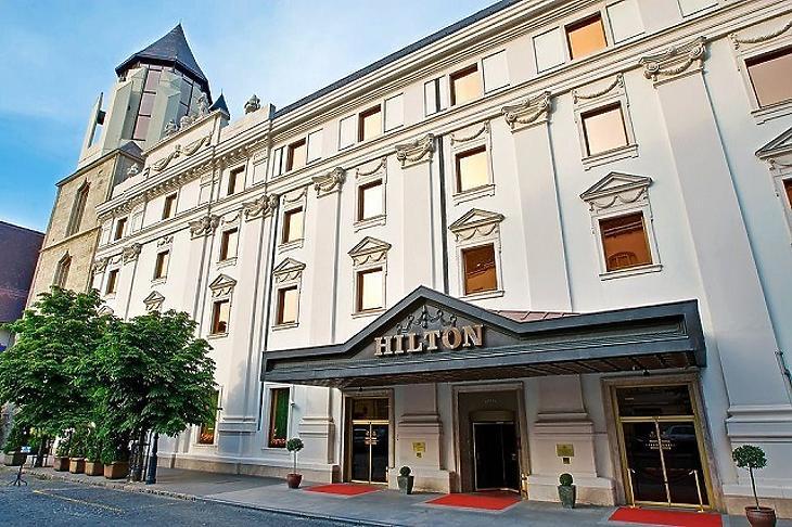 Június közepén nyit a Hilton