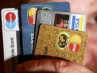 Ötből négy bankkártya már érintős