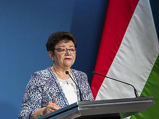 Müller Cecília szerint azért javulnak a járványügyi adatok, mert egyre többen kapják meg az oltást