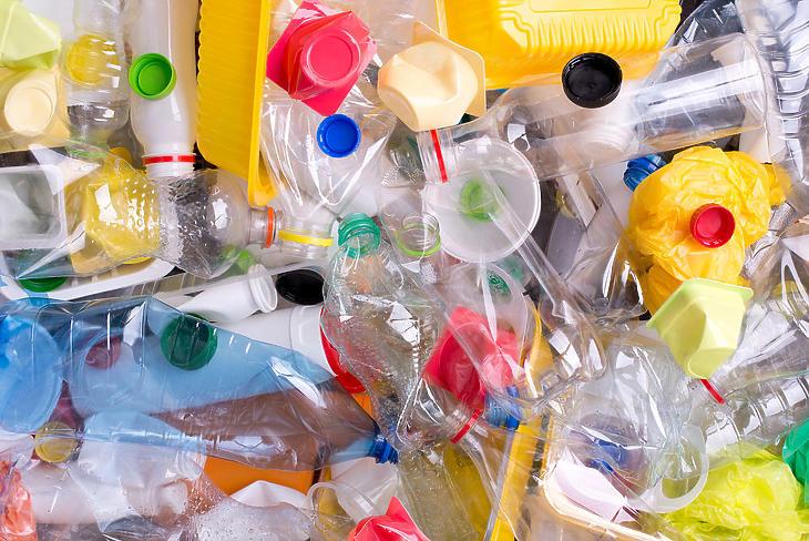 Új uniós szabályozással szorítanák vissza az egyszer használatos műanyagokat (Forrás: Forrás: Depositphotos)