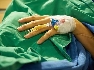 Itt a törvényjavaslat: a pácienst egy évre is leültethetik, ha hálapénzt ad az orvosnak