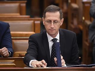 Varga Mihály 5 százalék körüli recessziót vár, de a kormány kitart a 3 százalék mellett