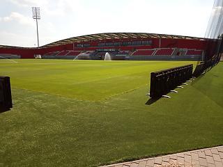 Csoda történt Kisvárdán: annyian nézték a meccset, hogy be se férhettek a stadionba