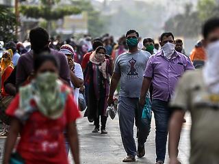 Indiában közelít a negyedmillióhoz a vírusban elhunytak száma