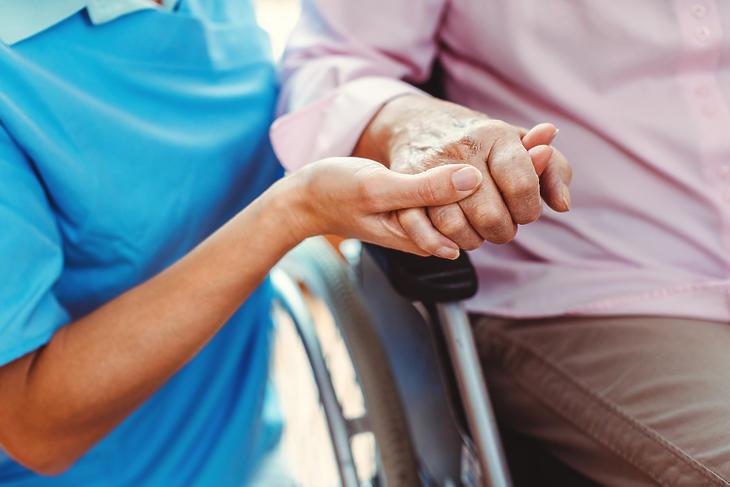 Az időseket megnyugtatja a látogatási tilalom. Fotó: depositphotos.com