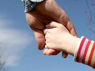Életük végéig adómentességet kaphatnak a háromgyermekes anyák