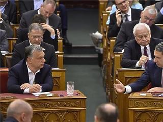 A képviselői béreket már sikerült felzárkóztatnia az Orbán-kormánynak Európához
