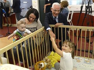 Havi 50 ezer forint nyugdíjbónuszt kaphat, aki legalább 20 évig ápolja súlyosan beteg gyerekét
