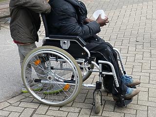 Bajban a mozgáskorlátozott magyarok - komoly gond a megélhetés