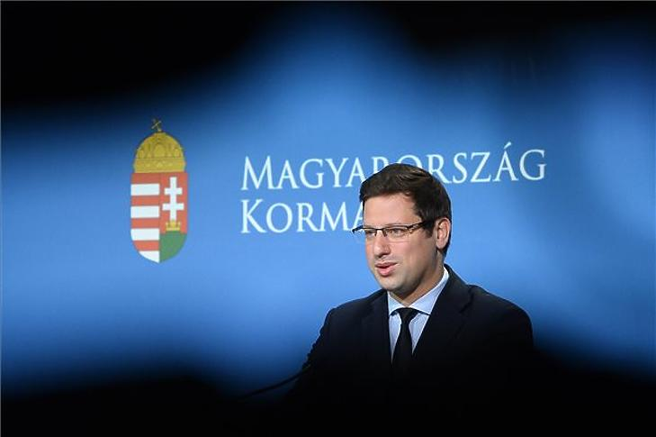 Gulyás Gergely a Kormányinfó sajtótájékoztatón a Miniszterelnöki Kabinetiroda Garibaldi utcai sajtótermében 2019. november 7-én. (MTI/Soós Lajos)