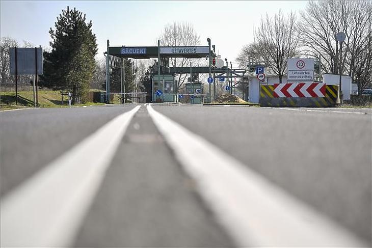 A lezárt Létavértes-Székelyhíd határátkelőhely a magyar-román határon Létavértes közelében 2020. március 16-án. MTI/Czeglédi Zsolt
