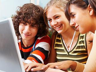 Szupergyors internetet kap minden iskola
