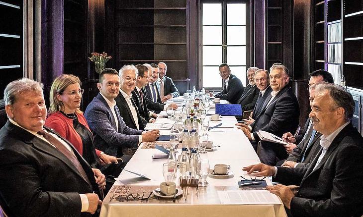 A miniszterek a Karmelita kolostorban (Fotó: Szecsődi Balázs, Miniszterelnöki Sajtóiroda)