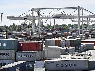 549 millió euróval csökkent a négyhavi exporttöbblet