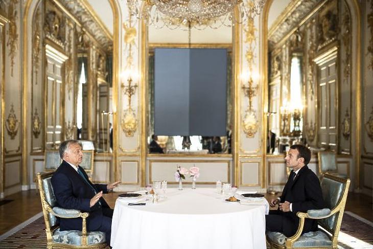 Orbán Viktor miniszterelnököt munkaebéden látja vendégül Emmanuel Macron francia államfő Párizsban, az Elysée-palotában (MTI/Miniszterelnöki Sajtóiroda/Szecsődi Balázs)