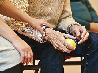Közel 5 százalékos nyugdíjemelést tervez a kormány jövőre?